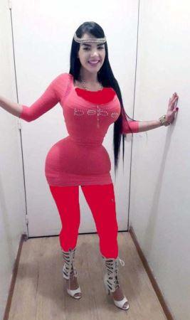 عکس های کمرباریک ترین دختر با 23 سال سن!