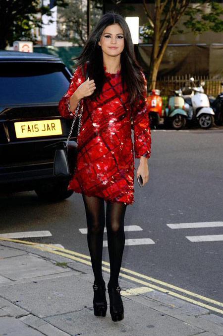 سبک لباس پوشیدن سلنا گومز و مدل لباس های Selena Gomez