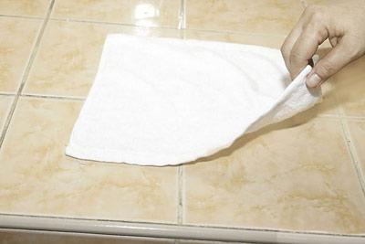 پاک کردن رژلب از روی پارچه,نحوه پاک کردن رژلب از روی پارچه