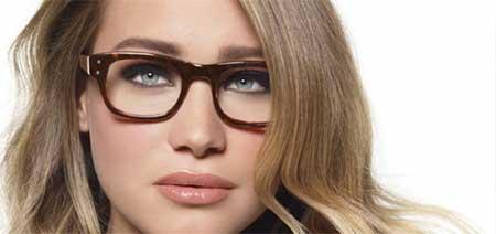 خانم عینکی