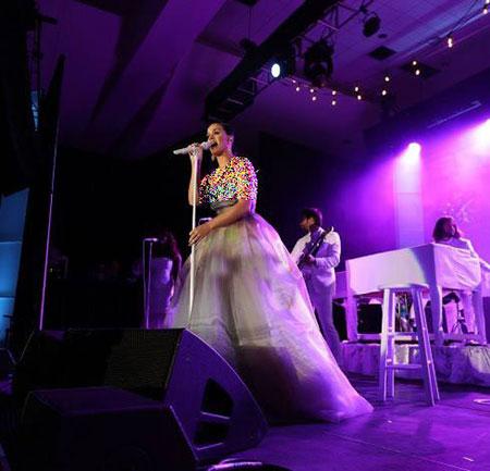 کیتی پری پردرآمدترین خواننده زن 2015 شد