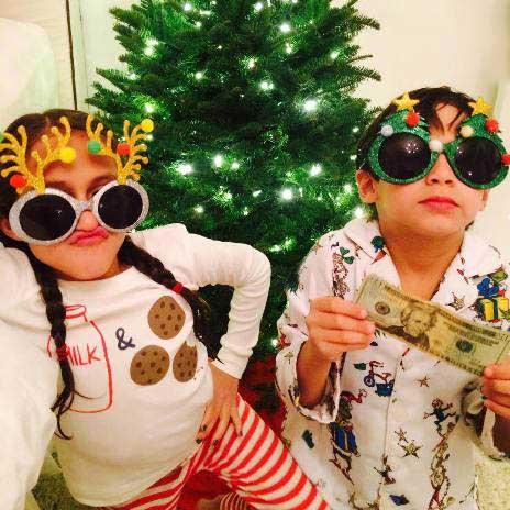 عکس دیدنی جنیفر لوپز و دوقلوهایش در کنار درخت کریسمس