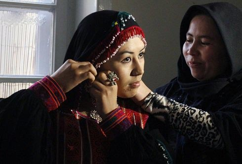 عکس های دختران زیبای افغان در مراسم فشن شو