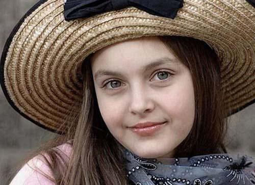 خوشگل ترین و جذاب ترین دختر دنیا مانکن لباس می شود