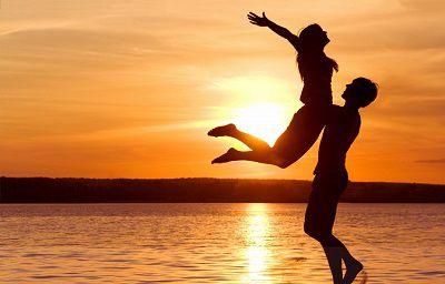 عکس های عاشقانه زیبای دو نفره لب دریا