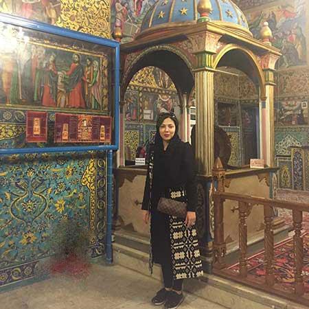 عکسی از لیلا اوتادی در کلیسیایی زیبا در اصفهان
