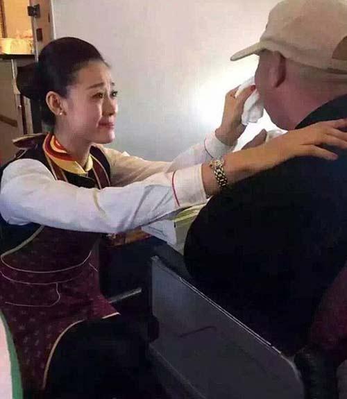عکس های مهماندار جذاب که باعث گریه مسافران شد!