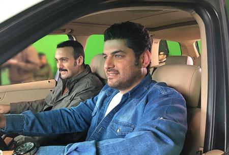 سام درخشانی و کامبیز دیرباز در سریال پشت بام تهران