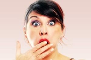 زنی به دلیل چت با مردها به طرز عجیبی توسط شوهر تنبیه شد!