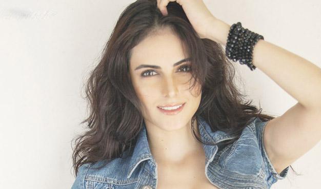 Image result for ماندانا کریمی مدل ایرانی در هند