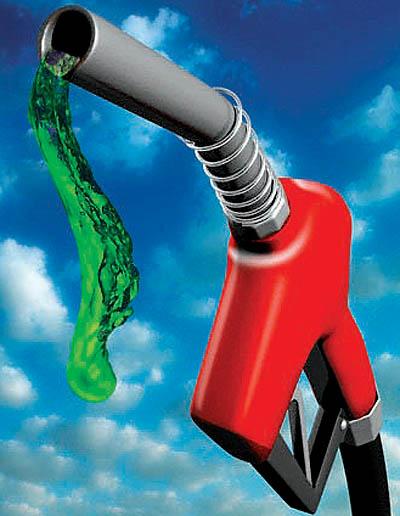 در امارات قیمت بنزین از بطری آب هم کمتر شد!