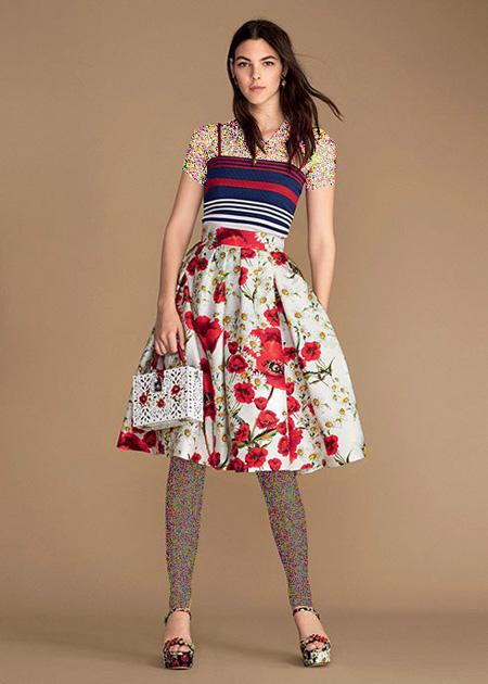 تاپ راه راه و دامن با طرح گل قرمز دولچه اند گابانا Dolce & Gabbana برای بهار 2016
