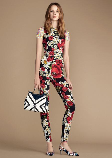 تاپ و شلوار زنانه با طرح گل قرمز دولچه اند گاباناDolce & Gabbana برای بهار 2016