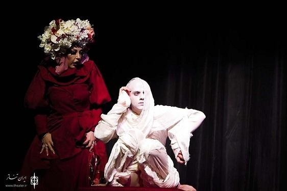 عکس شقایق فراهانی با گریم جالب در صحنه تئاتر