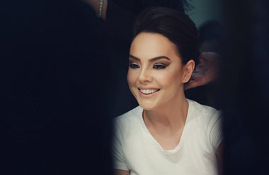 جدیدترین عکس های ابرو گوندش خواننده زیبای ترکیه