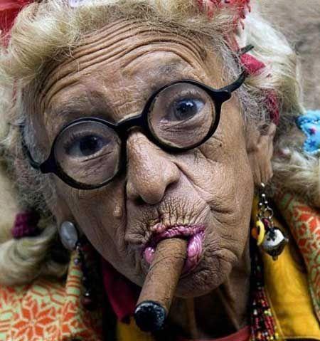 این پیرزن هنوز دختر است و تا به حال رابطه جنسی نداشته!