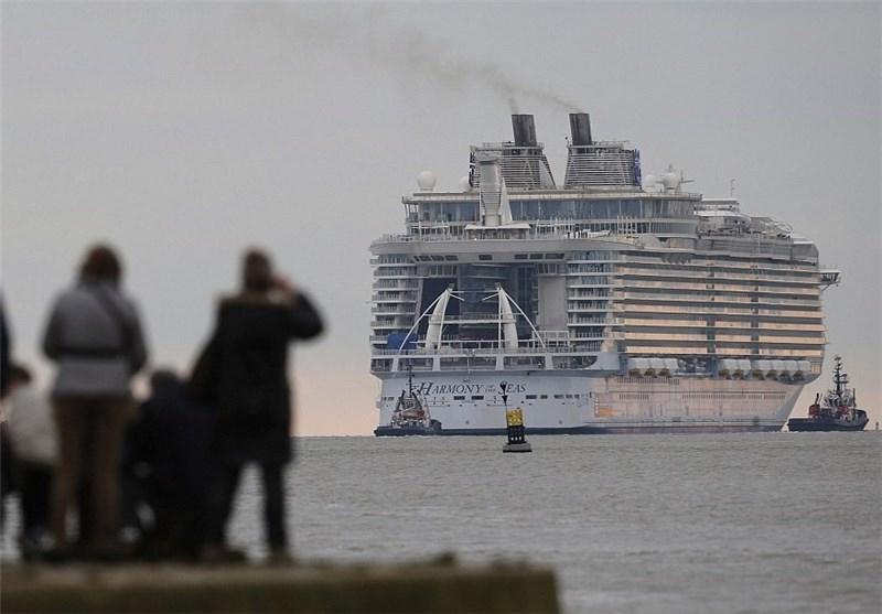 عکس های بزرگترین کشتی تفریح که به آب انداخته شد