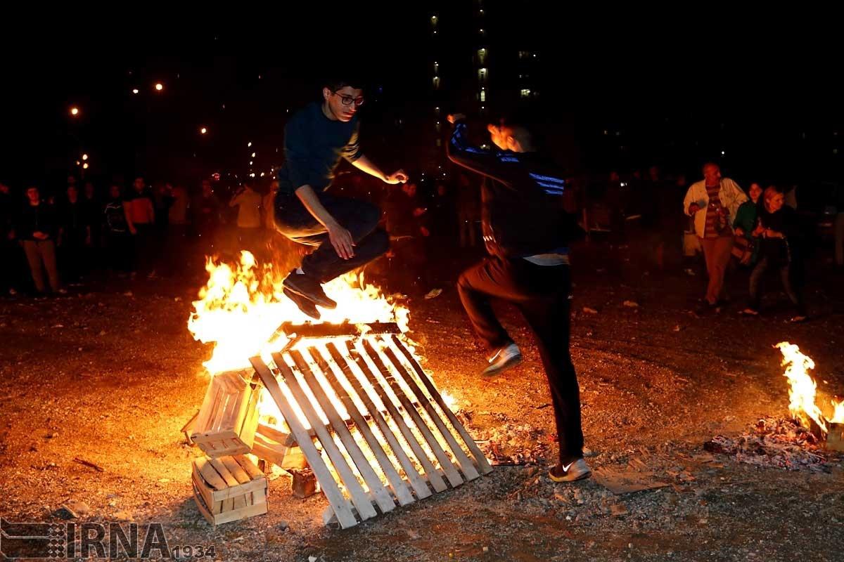 عکس های مردم تهران در اتش بازی روز چهارشنبه سوری