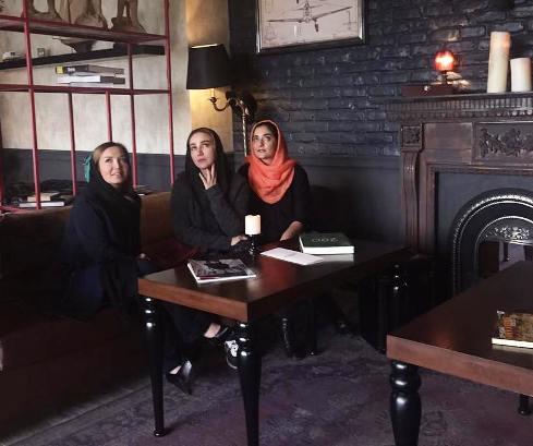 عکس آنا نعمتی در کنار دوستانش