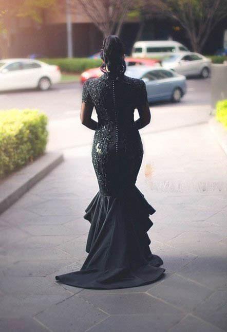 عکس های زنی که در مراسم جشن عروسی اش لباس سیاه پوشید!