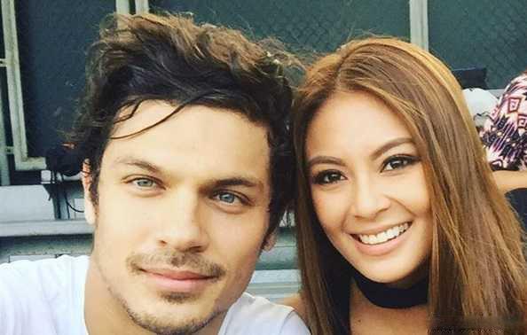 عکس میثاق بهادران به همراه همسر فیلیپینی اش