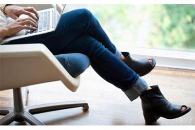 عوارض و خطرات بد نشستن و انداختن پا روی هم