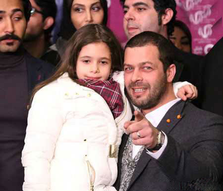 عکسی از پژمان بازغی و دخترش