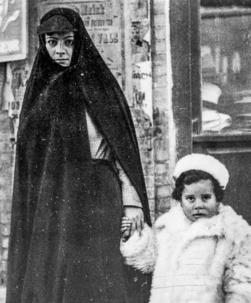 عکس های همسر و دختران رضا شاه در روز کشف حجاب