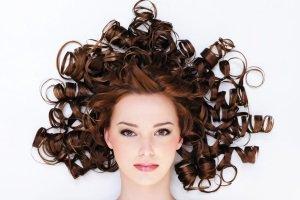 افرادی که عاشق موهای فرفری هستند این نکات را رعایت کنند