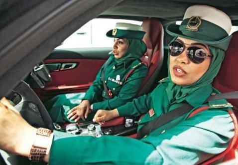 عکس های زنان عرب مشغول در واحد پلیس دوبی!