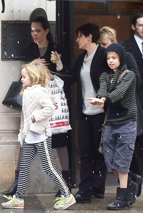 عکس های آنجلینا جولی و دخترانش در یک روز برفی