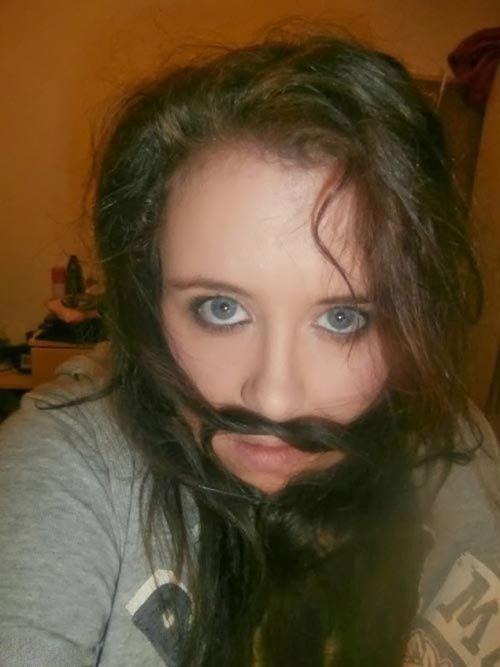 عکس های خنده دار دختران با مدل ریش های مردانه