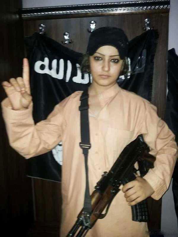 عکس جنجالی دختر داعشی بعد از کشف حجاب!