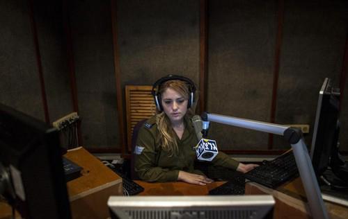 عکس های جنجالی از دختران اسرائیلی در خدمت سربازی!