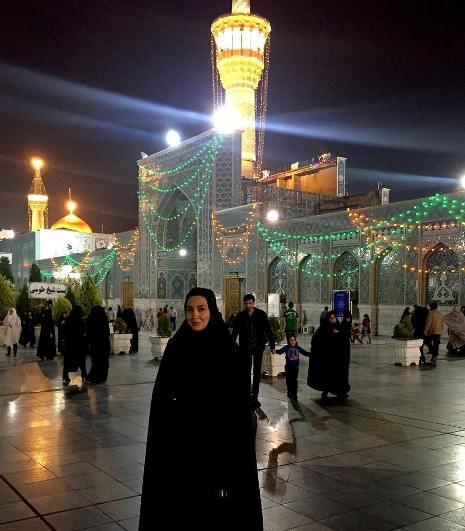 عکس مریم معصومی با چادر در حرم امام رضا (ع)