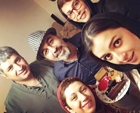 عکس جشن تولد رضا عطاران در حضور همسرش و بازیگر زن