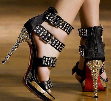 زیباترین و شیک ترین مدل کفش مجلسی مشکی اگر به رنگ مشکی علاقه دارید ما این مدل کفش های مجلسی مشکی رنگ بسیار زیبا را به شما پیشنهاد می دهیم.