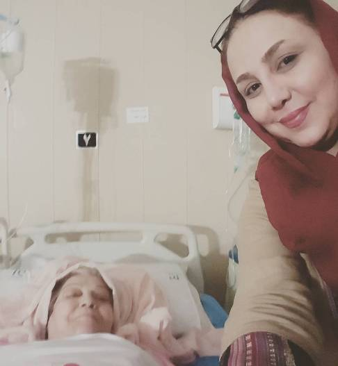 عکس سلفی بهنوش بختیاری با مادرش در بیمارستان!