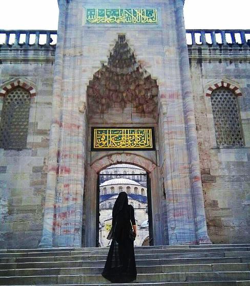 عکس از تیپ متفاوت سحر قریشی در استانبول ترکیه