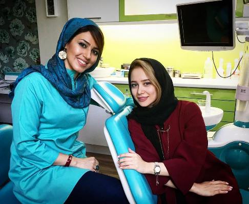 عکس الناز حبیبی و خانم دکتر دندانپزشکش