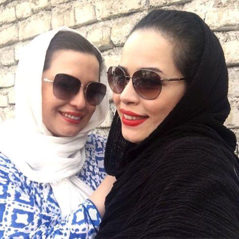 عکس سلفی مهراوه شریفی نیا و خواهرش ملیکا