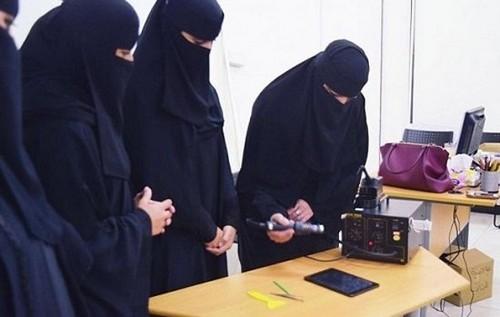 عکس های شوکه کننده از فروشگاه موبایل زنان در عربستان