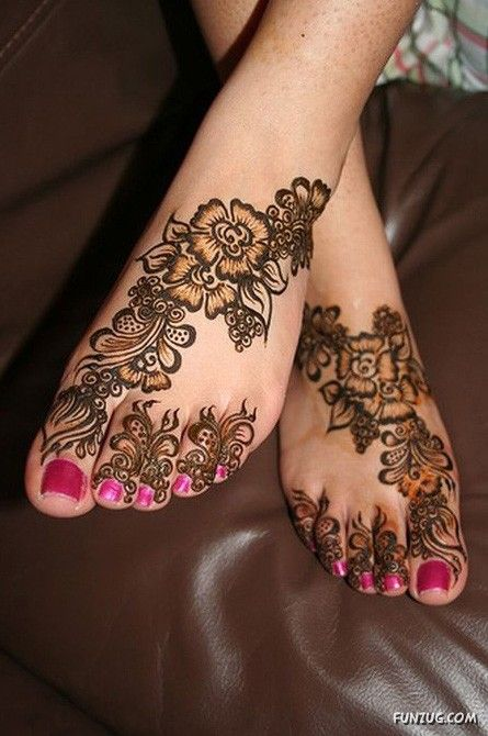 عکس هایی از طراحی با حنا روی پا