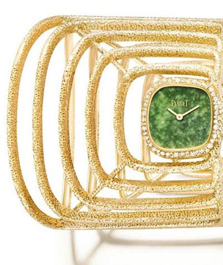 ساعت مچی دستبندی از طلا با الماس هایی با برش برلیان و صفحه ای از یشم طبیعی از پیاژه