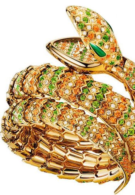 ساعت مچی «سرپنتی» از جنس طلای زرد 18 عیار و الماس های رنگی، از بولگاری