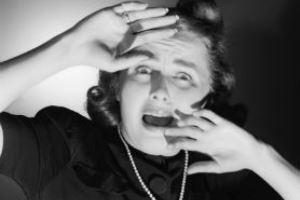 عکس های کتک خوردن زن فاحشه توسط دو زن قوی هیکل!