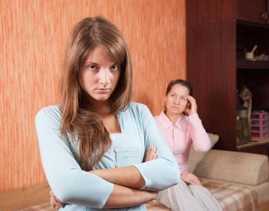 دلیل عاشق شدن دختران و پسران کم سن به جنس مخالف چیست؟