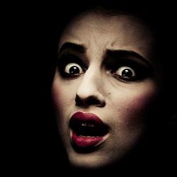 آزار جنسی زن جوان توسط فروشنده خودرو در آپارتمان!