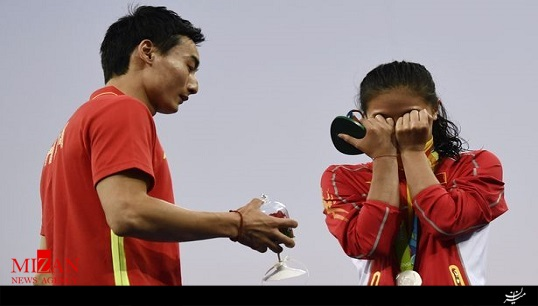 خواستگاری عاشقانه ورزشکار مرد از زن چینی در المپیک + عکس و فیلم