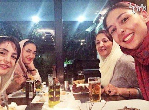 هانیه توسلی در کنار دخترانش